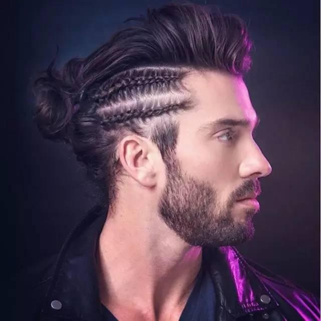 发型 man braids 如今又有另外一种头型风靡起来,扎着各式各样花样