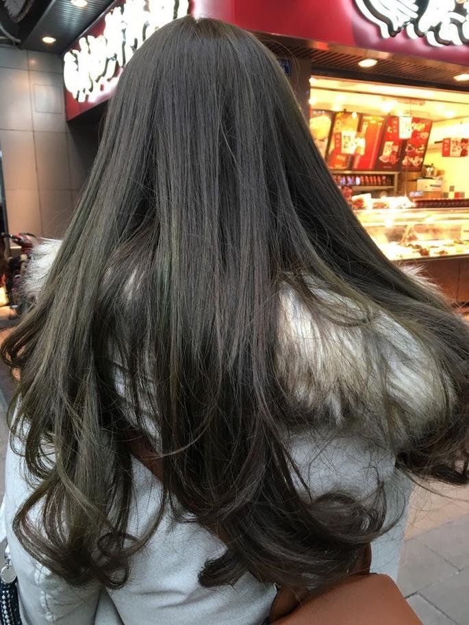只做发尾烫,这样的烫发对头发的伤害程度不会太大,永久性也可以做的图片