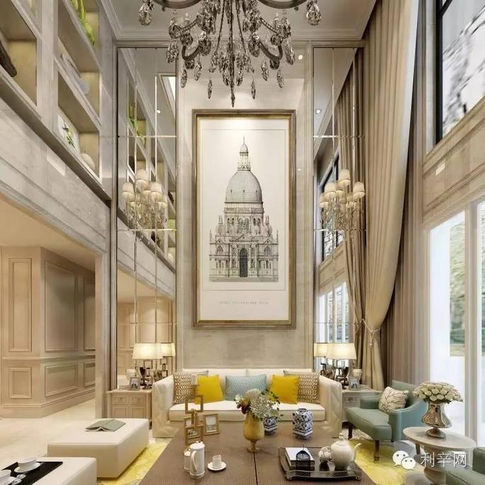 客厅电视背景墙微晶石为主,两边罗马柱更显欧式风.