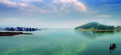 """金牛湖风景区位于南京市六合区东北部,享有""""南京西湖""""之美称."""
