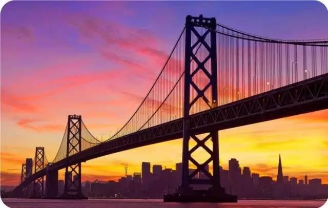 金门桥:是世界著名的桥梁之一.
