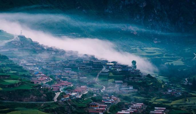 贵州云雾秋天田园风景