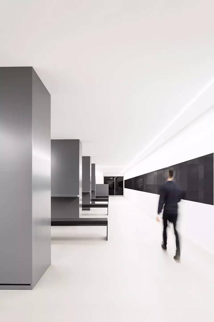 办公室设计 | 超酷!西班牙arv,空间错位与视觉盛宴